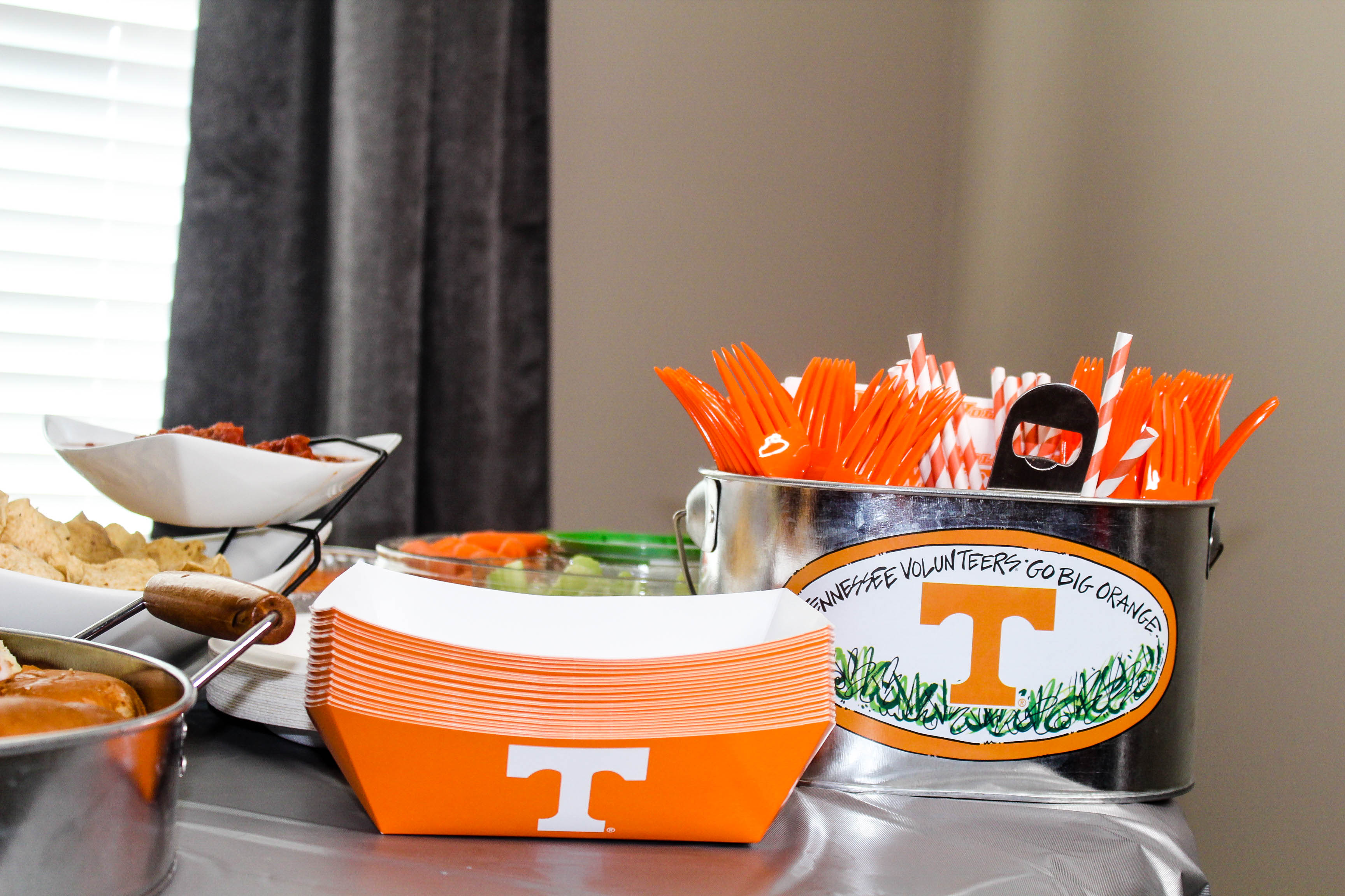 Homegating - A Spin On Gameday Tailgates | love 'n' labels www.lovenlabels.com
