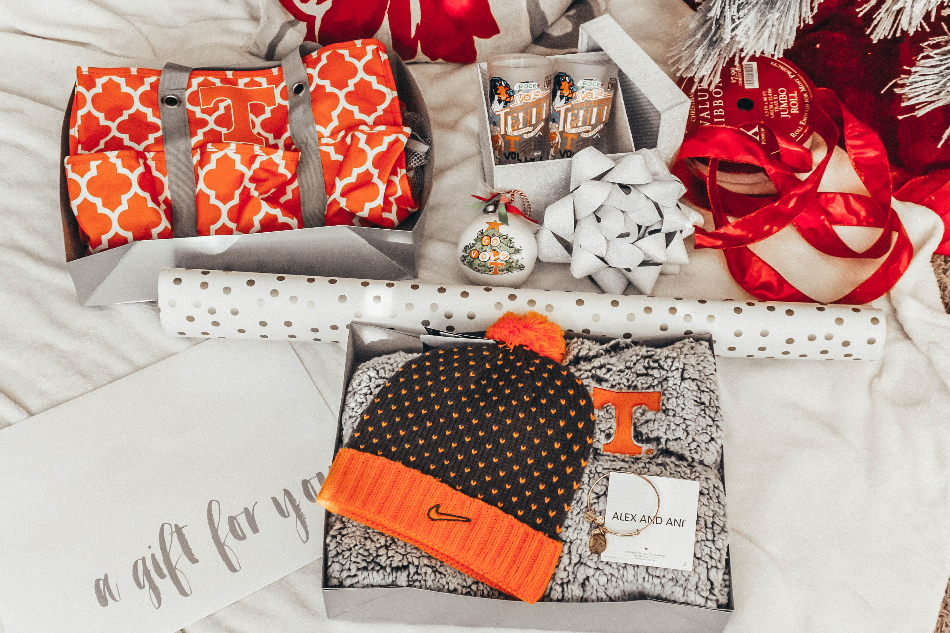 Last Minute Gift Ideas for the Vol Fan in Your Life | love 'n' labels www.lovenlabels.com